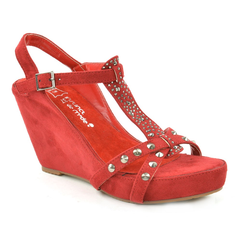 chaussure-clou-rouge